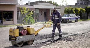 Continúa el plan de bacheo asfáltico en localidades