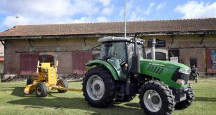 El municipio presentó un nuevo tractor en Carlos Keen