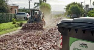 Realizan trabajos de mejoramiento de calles en el Barrio Los Gallitos