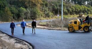 Comenzaron asfaltar el ingreso al barrio Luna